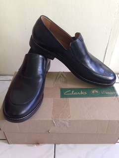 Clarks ( black leather )