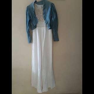 Long Dress Putih (cardigan biru)