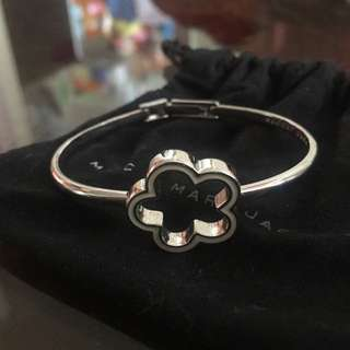 marc by marc jacobs diamond and daisy bracelet