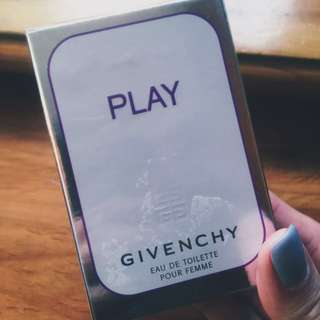 Givenchy PLAY for Her Eau De Toilette Spray 香水30ml