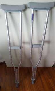 Medium height crutches