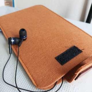 Digital gadget storage pouch