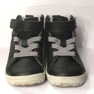 Sepatu Toe Zone