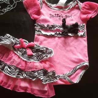 2pcs Pink rompers (0-6mth)