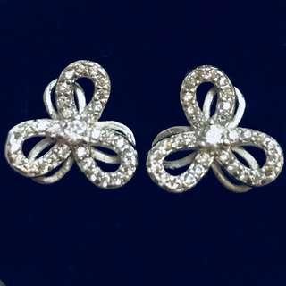 Earrings w/ Stone