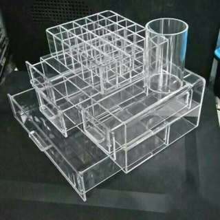 Acrylic organizee