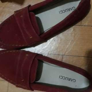 Sepatu merah