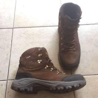 Sepatu gunung / advanture / hiking rei high