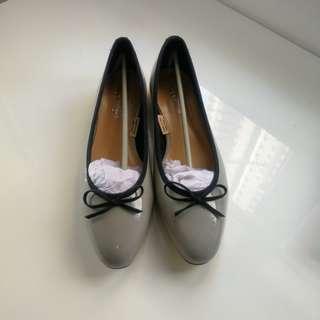 韓款小尖頭低跟鞋