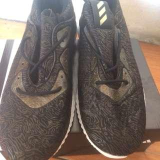 Sepatu adidas premium