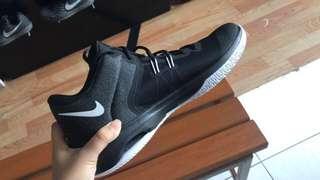 Nike shoes basket ball