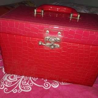 Train case/ MakeUp Box