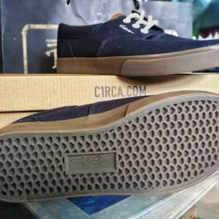 C1RCA Valeo SE casual skate shoes Size 8/Navy Blue/Gum sole