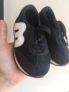 Sepatu anak 1 tahun ukuran 21, baru beli tapi kekecilan