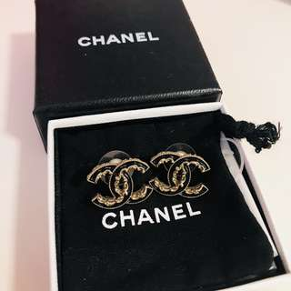 Chanel classic earrings black & gold耳環