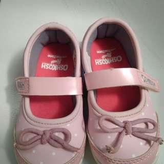 Sepatu anak merk oshkosh ori