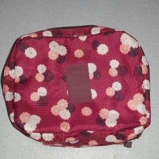 Makeup travel organizer pouch