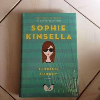 Finding Audrey (Sophie Kinsella)