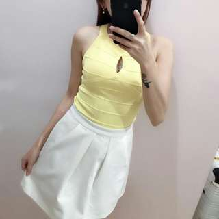 1 set atasan kuning dan rok putih
