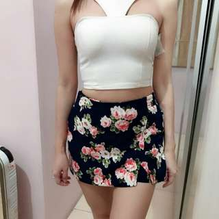 1 set atasan crop with tag dan rok bunga