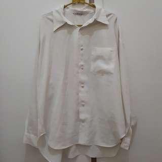 Baju kameja putih tangan panjang