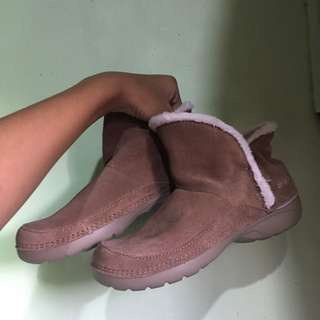Preloved crocs furry boots