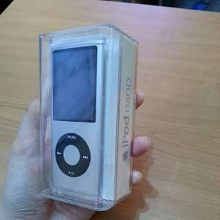 Apple Ipod Nano 4th Gen Silver 8G