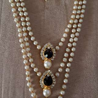 Pearl and stones set