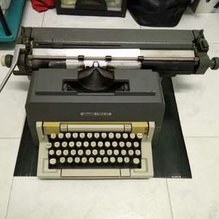 Olivetti LINEA 98 Vintage Typewriter (No Nego)
