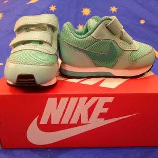 Nike MD Runnner 2 Shoes (4C)