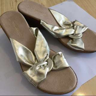 Brand New Italy Made Super Soft and Light Lamb Leather Metallic Gold Size 41 UK 7 Ladys Women Sandals Wedges  pumps high heels 全新 意大利 義大利 製 羊皮 真皮 金屬 金色 涼鞋 船跟 高跟鞋 增高鞋 大碼 女 Real Genuine Leather #byebyesummer mirror 鏡面 bling shiny 閃亮 shimmering shimmer