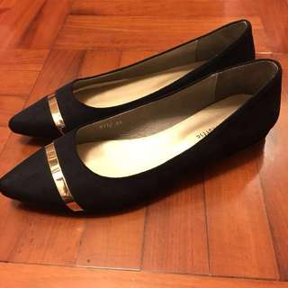 絨面尖頭平底鞋(oriental traffic)