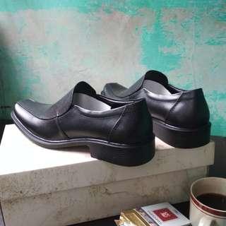 Sepatu pentopel full kulit
