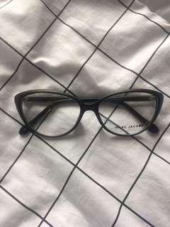 Kacamata cat eye