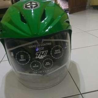 Helm THI hijau