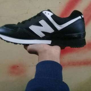 NEWBALANCE SNEAKERS MADE VIETNAM READY