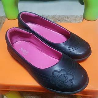 Used Black Shoes for Girls