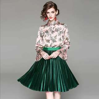 2pcs set floral prints long tiered flare sleeves with green velvet velour pleated skirt