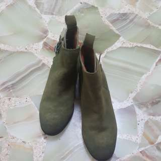 H&M  Low rise boots ( green)