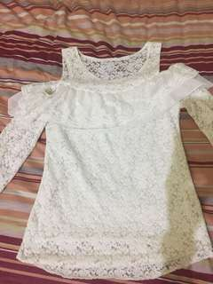 Loong sleeved lace blouse
