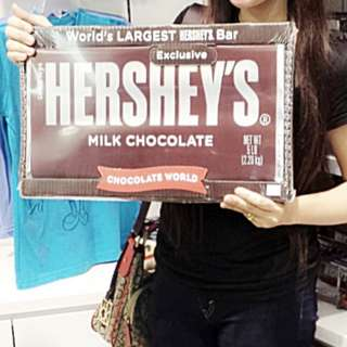 LARGEST HERSHEYS CHOCOLATE 2.26 KILOGRAM 😰😍