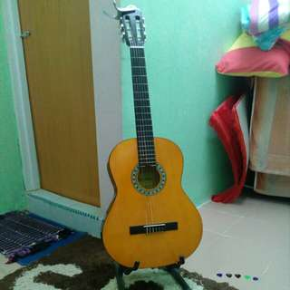MORRISON Classical Guitar + stand and capo