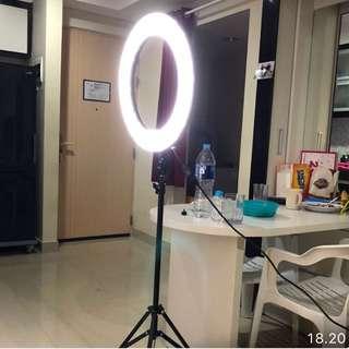 Ring light makeup , mua / blogger