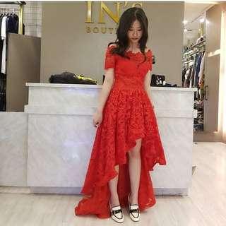 Red dress brokat