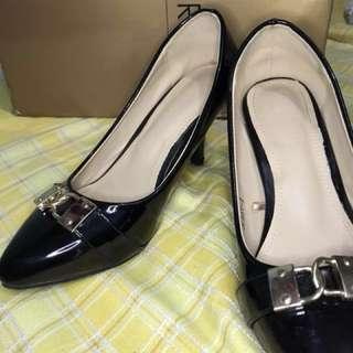 Parisian heels (pumps)