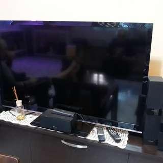 """Devant 42"""" Standard LED TV with Devant Speakers"""