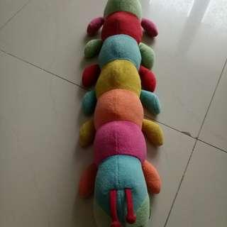 Boneka ulat warna warni