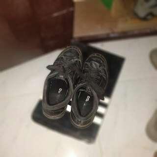 Sandugo Old Shoe