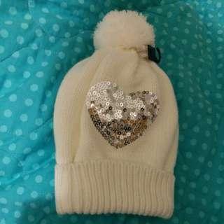 H&M全新白色心心珠片冷帽