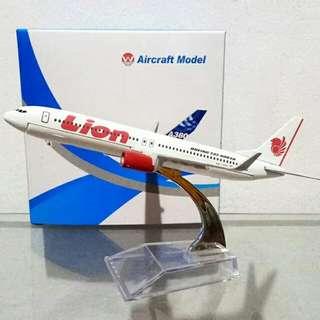 Diecast Pesawat Terbang B737 Lion Air
